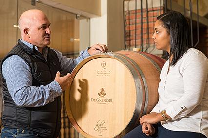 Kaapse Wynmakersgilde Protégés leef hul kreatiwiteit uit met wyn